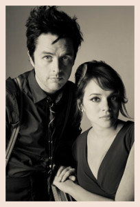 """Armstrong y Jones actualizan """"Songs Our Daddy Taught Us""""/ Photo Credits: norah.jones.com"""