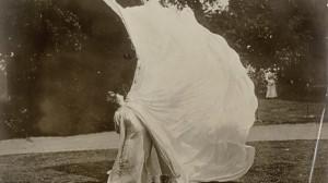 Loïe Fuller se convirtió en el motor fundamental de la danza moderna