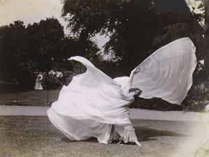 Fuller apasionó a cineastas como Georges Melliès y los hermanos Lumière