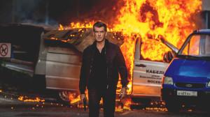 Pierce Brosnan desata toda su furia en la piel del ex agente de la CIA Paul Deveraux
