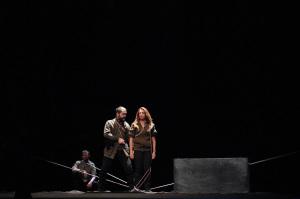 Albert Camus expuso en profundidad la transformación de los ideales en excusas para ejercer la violencia/ Photo Credits: 611 Teatro, Vector Fleming, Parra