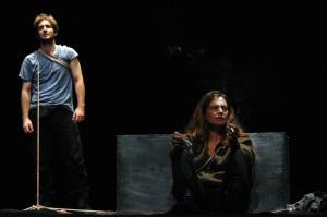 El montaje traslada la pieza de Albert Camus a la España del terrorismo/ Photo Credits: 611 Teatro, Vector Fleming, Parra