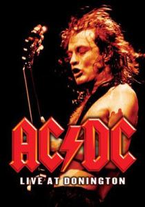 Angus Young sigue con su fuerza guitarrera como en sus inicios en AC/DC