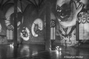 Christian Boltanski vierte parte de sus recuerdos autobiográficos en sus instalaciones/ Photo Credits: Stephan Müller