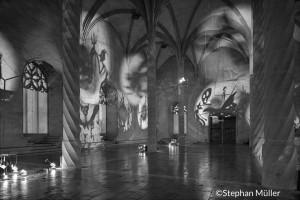 El estilo gótico de la Lonja le da mayor profundidad al trabajo de Christian Boltanski/ Photo Credits; Stephan Müller
