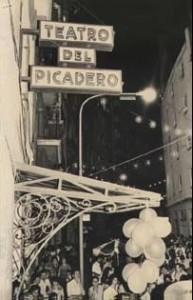 El texto recoge las consecuencias de la destrucción del Teatro Picadero, como símbolo de la libertad ciudadana