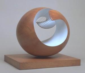 Barbara Hepworth revolucionó el concepto de la escultura a través de materiales tradicionales/ Photo Credits: Pelagos, 1946, Dame Barbara Hepworth, tatebritain.org.uk