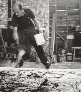 Jackson Pollock hizo del vertido en negro una de sus técnicas favoritas/ Photo Credits: Hans Namuth, Courtesy Center for Creative Photography, University of Arizona