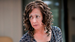 Laurie Metcalf se lo hace pasar muy mal a Bruce Willis