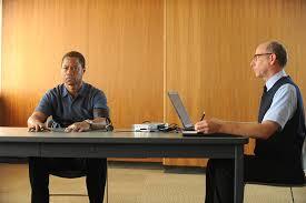 Cuba Gooding Jr. (sentado, a la izquierda) es el actor encargado de poner físico a O. J. Simpson/ Foto: FX