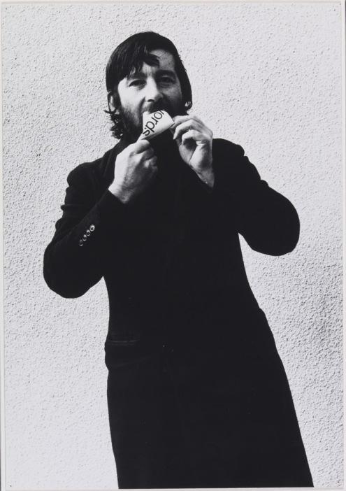 """El arte conceptual británico abrió el camino a nuevas formas de expresión/ Foto: Keith Arnatt Estate, """"Art as an Act of Retraction"""" (detail 1971)"""