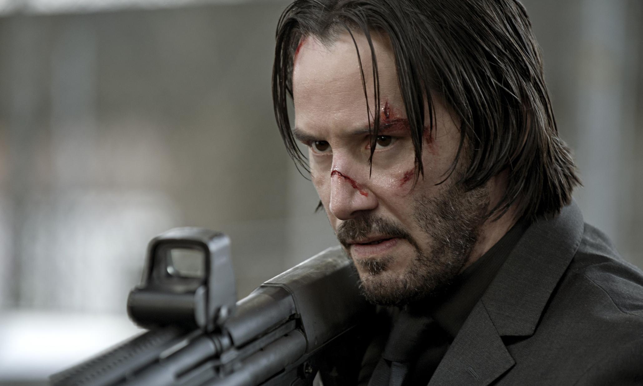 Keanu Reeves (en la foto) encarna a un tipo rocoso llamado Rockwell