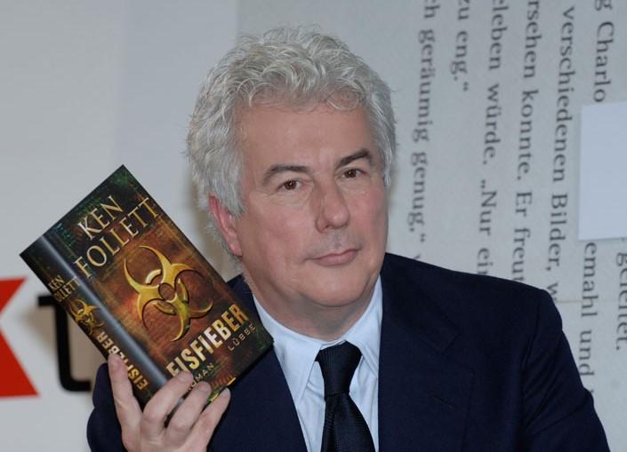 """Ken Follett vendió seis millones de ejemplares con la publicación de """"Los pilares de la Tierra"""""""