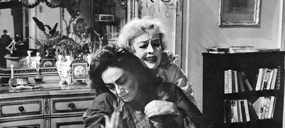 Jessica Lange y Susan Sarandon son algo mayores que Crawford y Davis cuando éstas protagonizaron ¿Qué fue de Baby Jane?