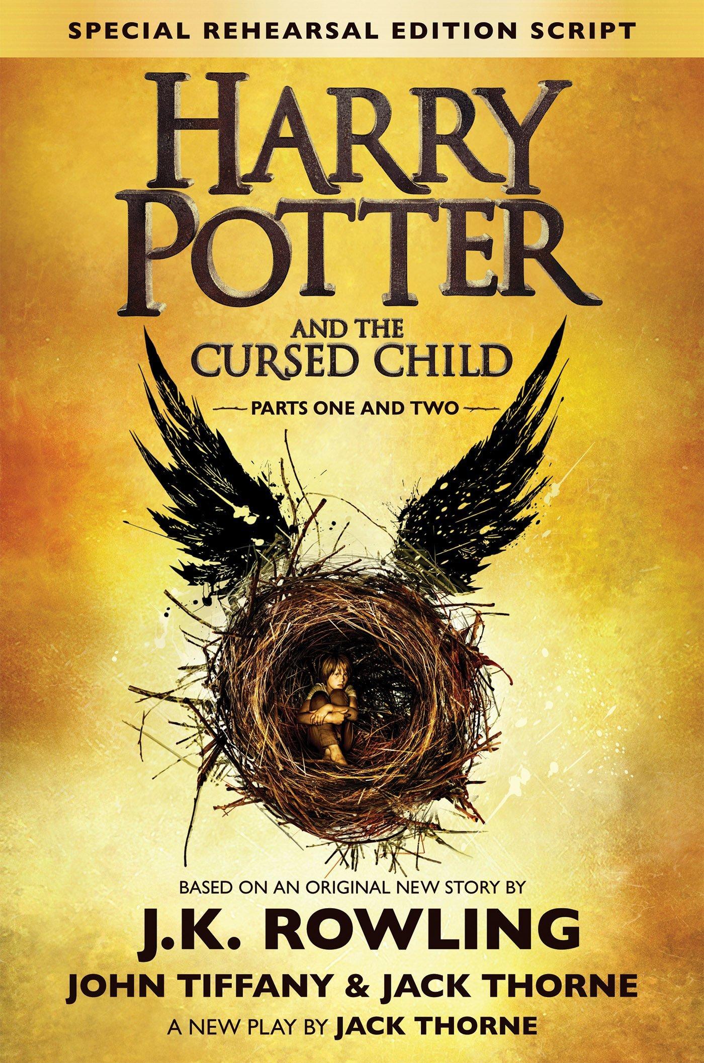 Harry Potter and the Cursed Child también se ha empezado a comercializar en formato de libro, puesto a la venta a partir del 31 de julio