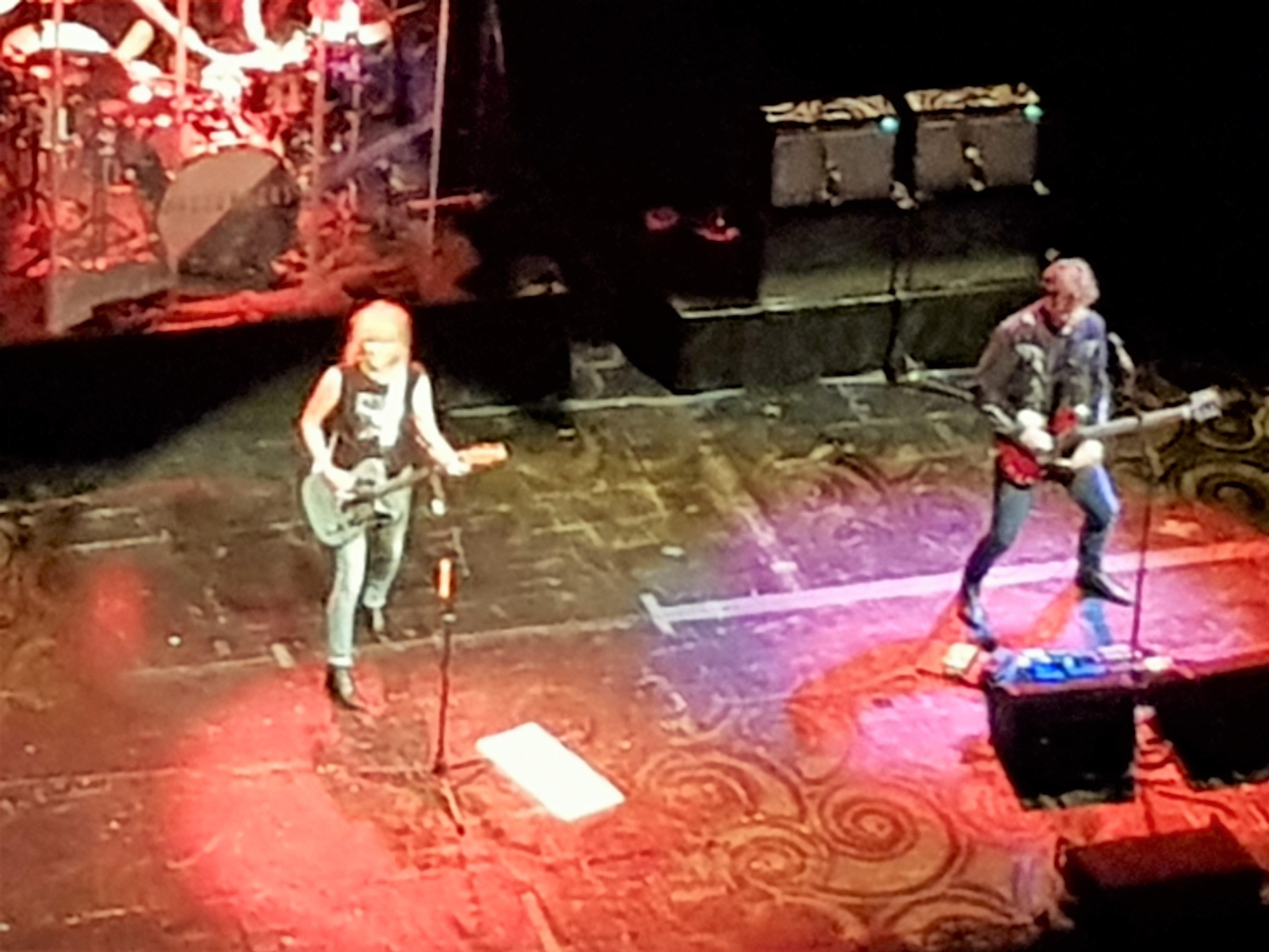 """Pretenders comenzó su actuación con el reciente """"Alone"""", perteneciente a su homónimo y último trabajo de estudio"""
