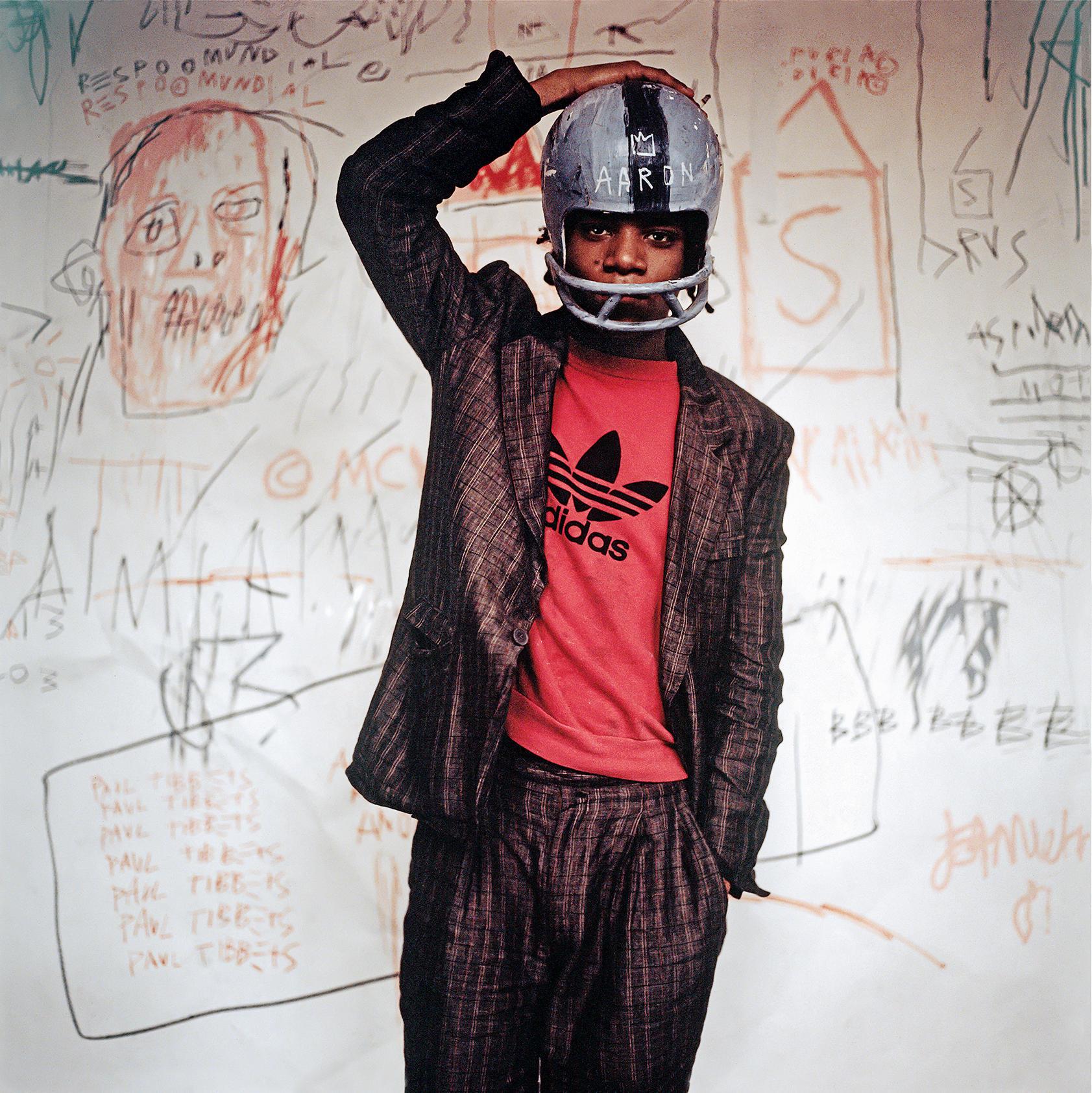 Basquiat fue un revulsivo impetuoso para la escena artística de los años ochenta/ Foto: Edo Bertoglio, 1981, y Barbican Gallery