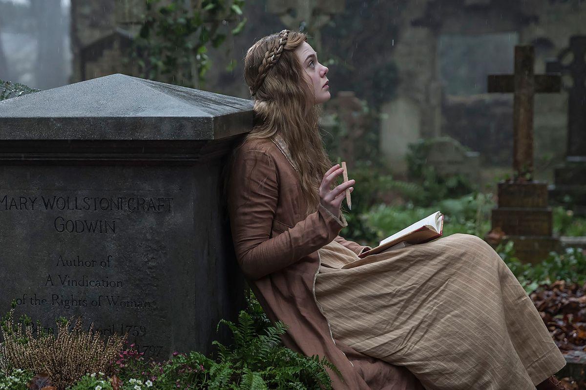 Elle Fanning descubre la pasión de Mary Shelley - THE LIVING CULTURE  MAGAZINE